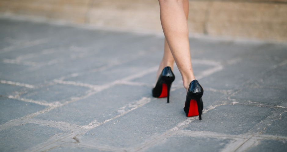 560d61729efec La semelle rouge des chaussures Louboutin est - encore - protégeable en  tant que marque - LegalAction - Société d avocats